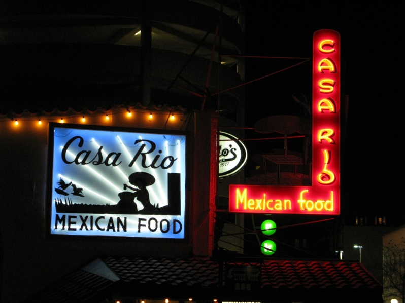 Casa Rio sign